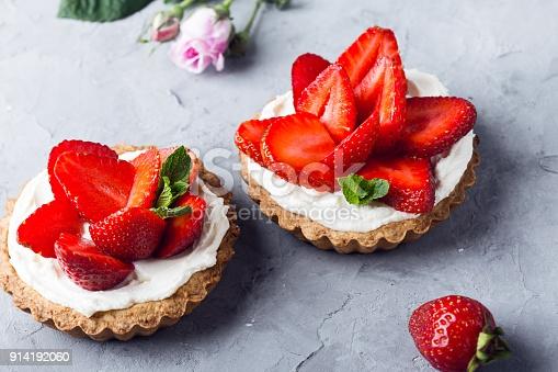 La recette et la préparation du dessert squart aux fraises-crumble